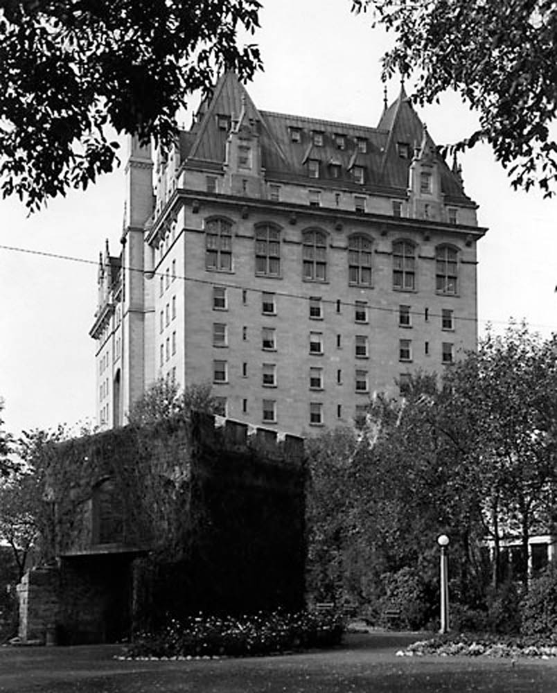 Fort Garry Gate & Hotel